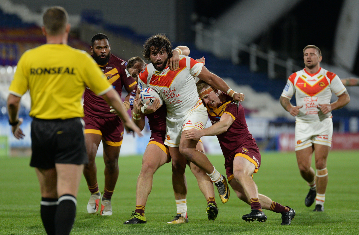 Antoni Maria is tackled