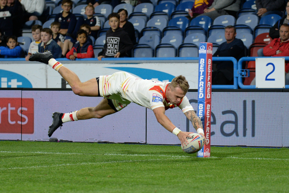 Tierney dives over for his second try